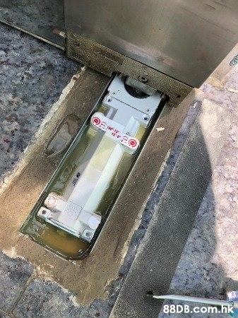 專營玻璃門移位,地鉸損壞,電鎖損壞,更換多馬地鉸更換門鼓 ,歡迎報價查詢 : 52132884
